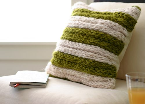 Using finger knitting to create a chunky pillow. Wonder if I could figure out how to use this technique for a faux-Hudsons Bay blanet. Need to stitch the strands together somehow...