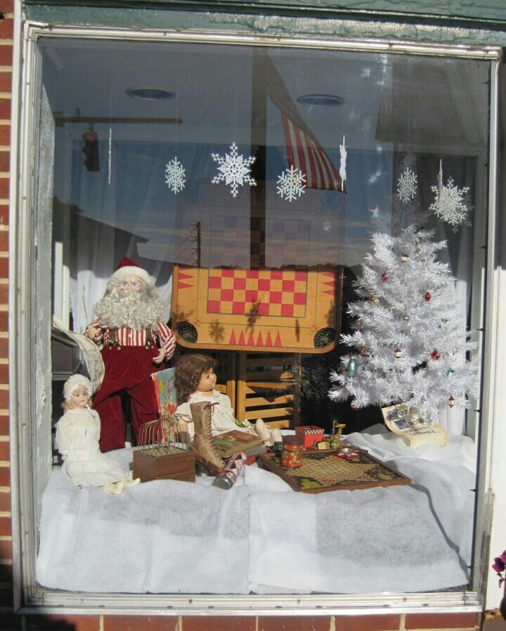Gallery 107 Christmas Window Display