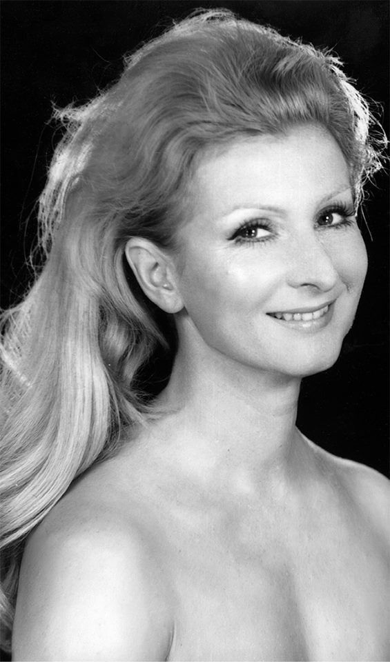 Jadwiga Barańska photographed by Zofia Nasierowska.
