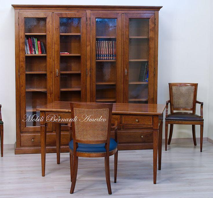 Classic walnut desk, bookcase and chairs, handmade in Italy. Libreria e scrivania in noce massiccio, stile classico.