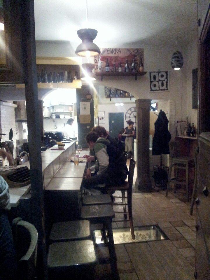 Ristorante nel cuore d Roma. Vicino al bar del fico. Cibo innovativo, birre artigianali selezionate ed ottimo vino. Da provare la cheese cake al kiwi o a pera&cioccolato