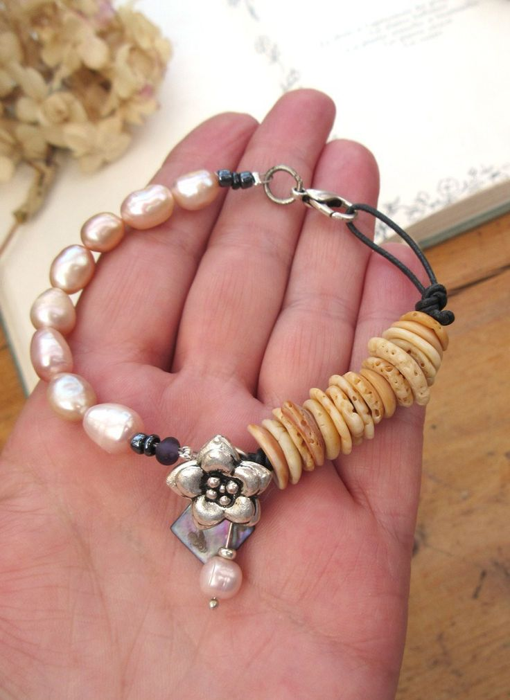 Des Robes De Douceur : pour ce bracelet un peu romantique et un rien tribal avec perles baroques de culture .... : Bracelet par les-reves-de-minsy