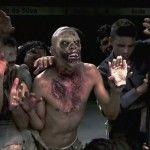 Die brasilianische TV-Show Silvio Santos hat einen ziemlich heftigen Zombie-Prank mit versteckter Kamera abgezogen. Hilflose Frauen werden in einer leeren U-Bahn plötzlich von einer Horde Zombies angegriffen. Natürlich passend muskalisch untermalt mit dem Theme-Song von \\