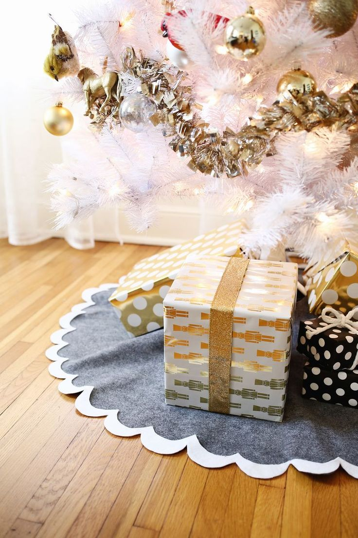 3 no-sew tree skirts (click through for tutorial)