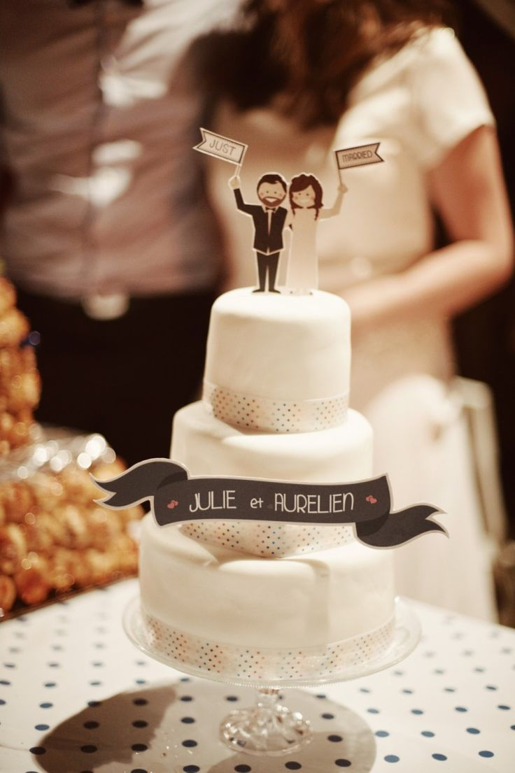 Cute cake topper. The guy kinda looks like Fred ;)