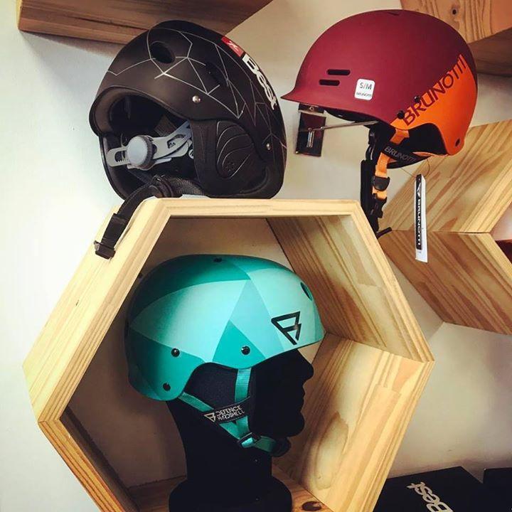 De nouveaux casques en stock chez Brunotti et Best Kiteboarding !  BEST kiteboarding France