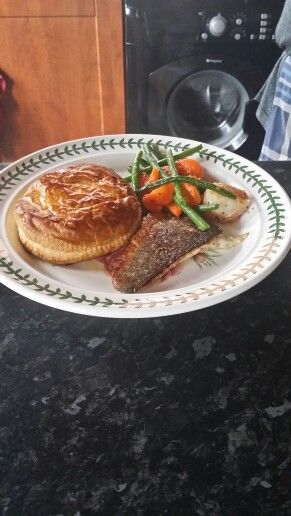 Scallop, green beans, sea bass and individual fish pie