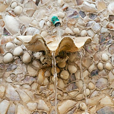 Clam shell fountain. For more shell garden ideas, click here: http://www.completely-coastal.com/2010/03/seashell-garden-ideas.html #seashells #shellgarden