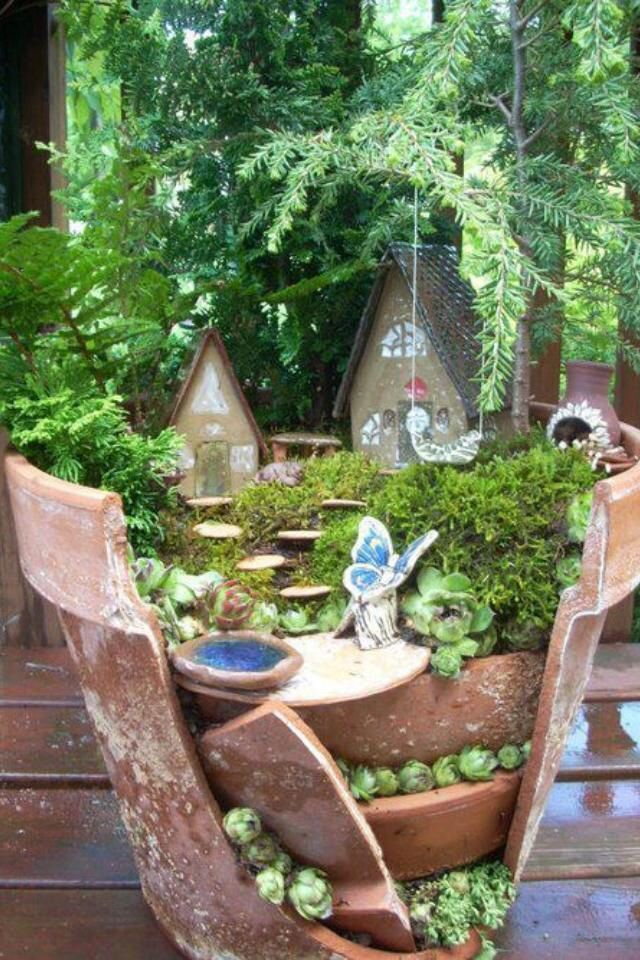 35+Picture-Perfect+Fairy+Gardens+Made+From+Broken+Flower+Pots