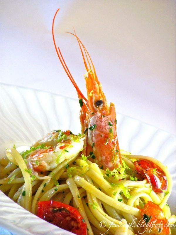 Linguine con gamberi, pomodorini confit e lime / Linguine with prawns, confit tomatoes and lime