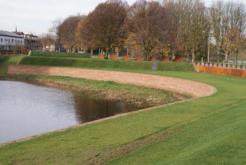 De Halve Maan aan het Muntelbolwerk langs de Aa in 's-Hertogenbosch. Het was voorwerken die tussen 1734 en 1739 zijn gebouwd volgens de plannen van de vestingbouwer Menno van Coehoorn.