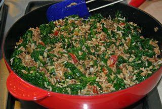 Turkse schotel met rijst, gehakt en spinazie