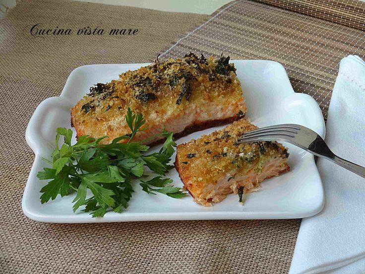 Il filetto di salmone allo zenzero con la crosticina alle erbette e un poco di zenzero che regala al pesce quella nota fresca di limone è una vera delizia!