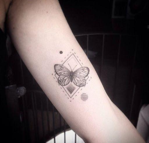 Este decorativos geométricos tatuagem de borboleta