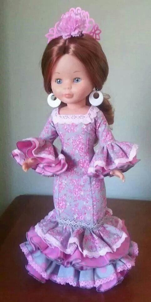 cosiendo vestidos:NANCY FLAMENCA .-
