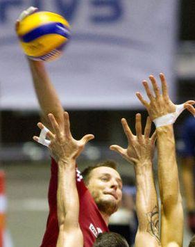 Zaczęło się źle, skończyło znakomicie. Resovia znów zwycięża w Lidze Mistrzów. http://sport.tvn24.pl/siatkowka,119/liga-mistrzow-resovia-wygrala-z-asse-lennik-i-jest-bliska-play-off,603983.html
