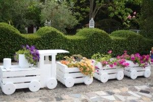 Πώς να φτιάξετε ένα απίθανο τρενάκι για τον κήπο σας από παλιά κιβώτια