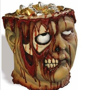 Découvrez ce pot à bonbons en forme de tête de Zombie. Follement réaliste et un brun loufoque il rajoutera un coté glauque à votre intérieur !