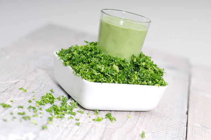 Green smoothie with kale (100g), 2 bananas and yoghurt (300ml). Kale is a typical winter vegetable.