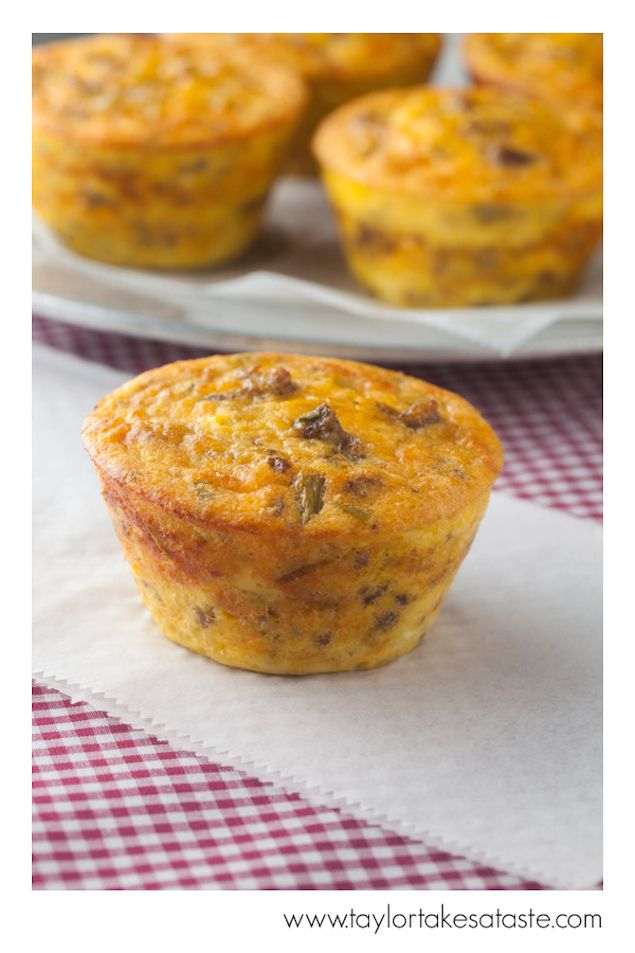 Mini Chipotle Cheddar Sausage Frittatas with bell peppers and red onion : breakfast, brunch