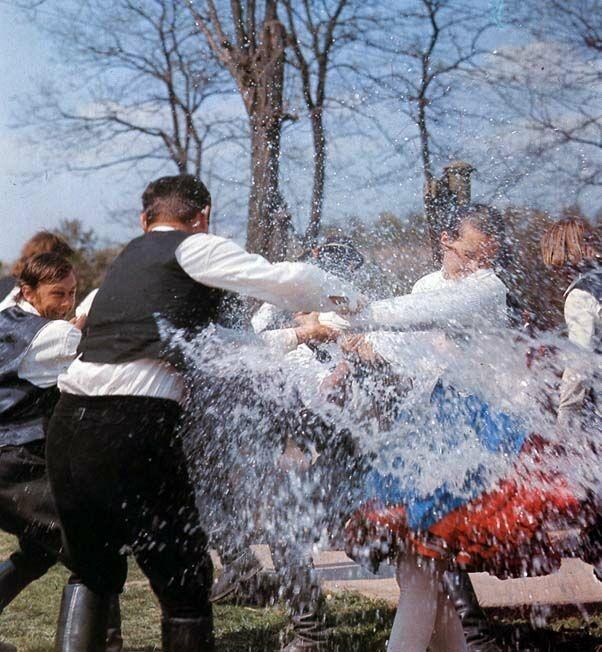 15-11-11  Easter sprinkling   Galgamácsa, Pest County   Péter Korniss