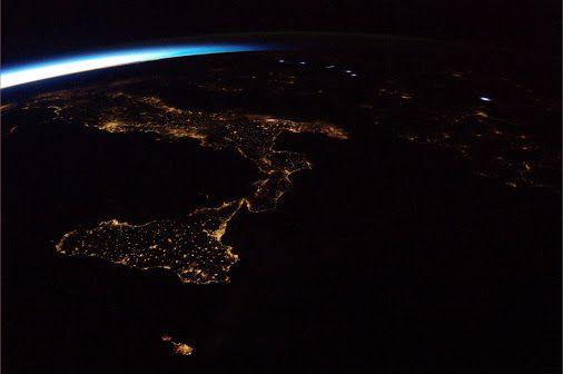 Italien bei Nacht von der ISS aus gesehen