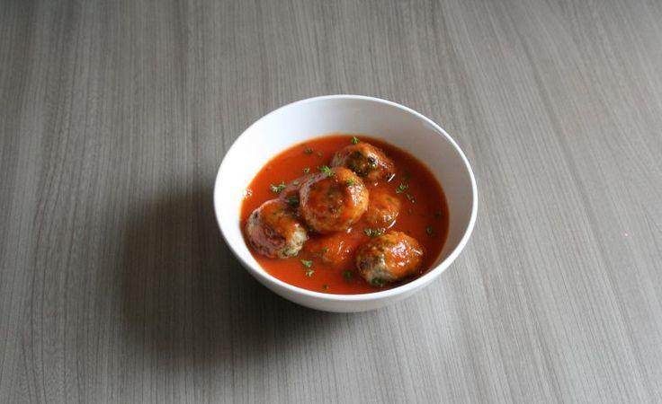 Dit is geen dikke, gebonden saus. Wil je je saus iets dikker? Gebruik dan wat bindmiddel. Voedingswaarde (per portie) Calorieën: 310 Eiwitten: 42 g Koolhydraten: 5,5 g Vetten: 12,6 g