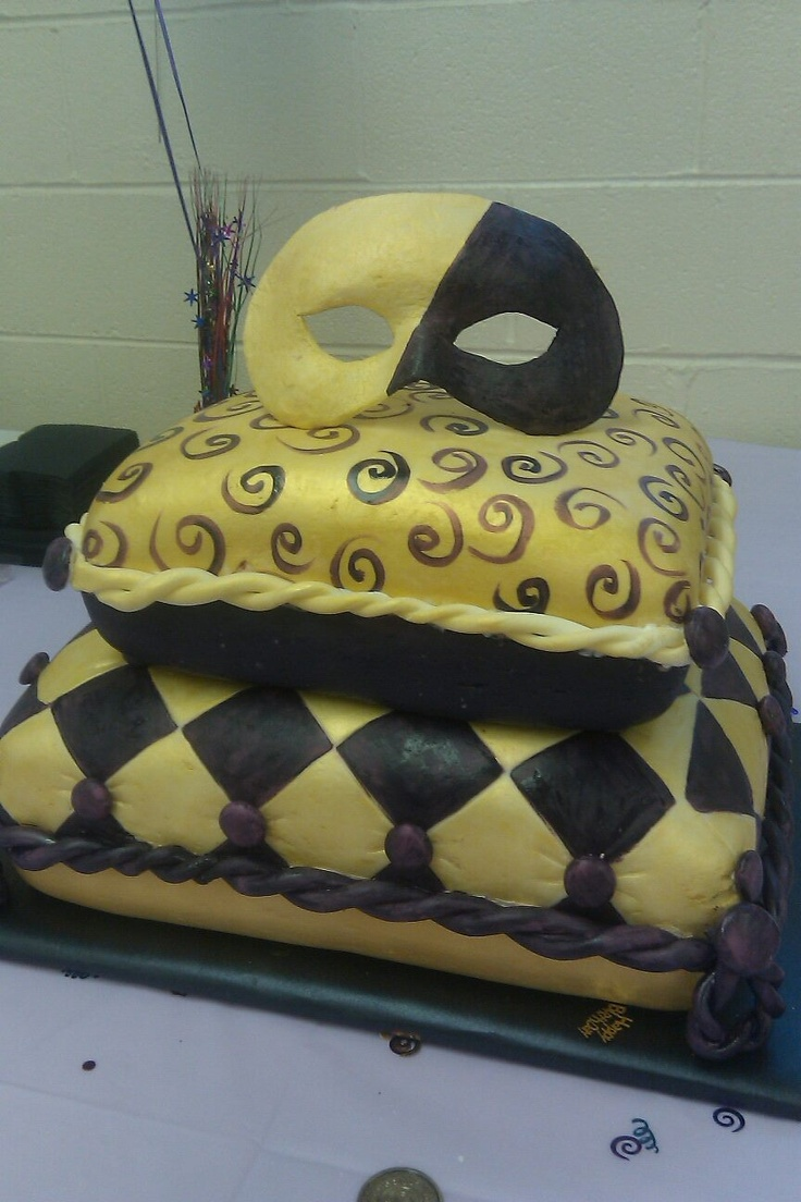 Masquarade cake- love it if mask had few feathers & different colors all around, maybe purple, red, gold, black?