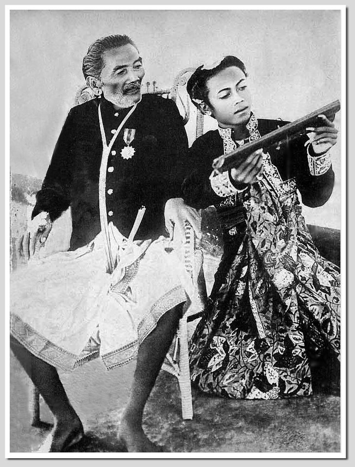 The Raja of Karangasem with his nephew, early 1900