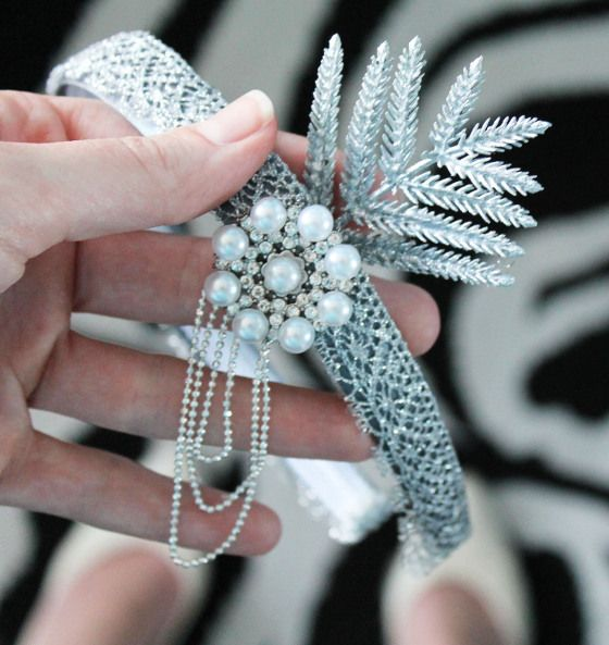 DIY headpiece for Great Gatsby Halloween costume #sustainable