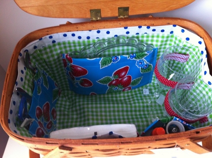 cute gift idea! picnic basket from vintage wooden baskets #upcycle #gift #vintage