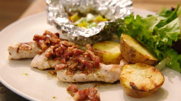 Eén - Dagelijkse kost - Konijnfilets met spekvinaigrette en groenten in papillot