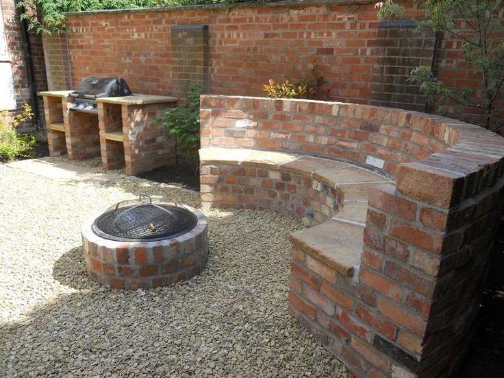 Gartengrill, Sitzbank und Feuerstelle aus Ziegel
