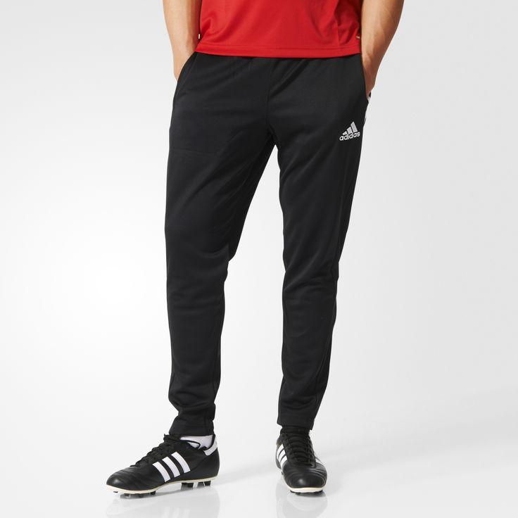 Esta calça masculina de futebol não deixa o suor entrar em campo. Feita com tecido climalite® que drena o suor, ela tem bolsos laterais com zíper, cordão na cintura e zíper nos tornozelos.