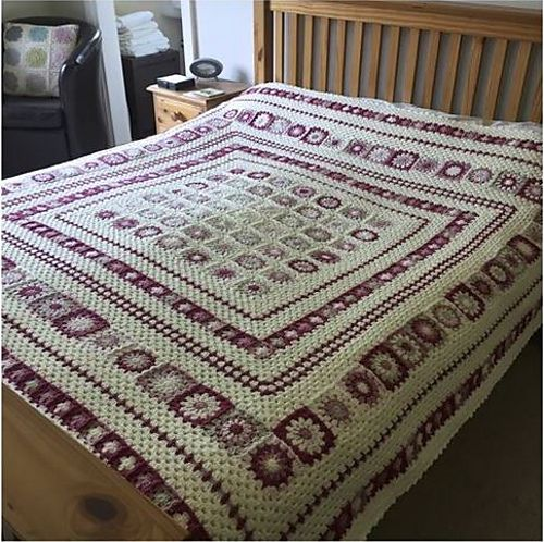 This is a stunningly beautiful crochet blanket with a finished size of approximately 200cmx200cm.