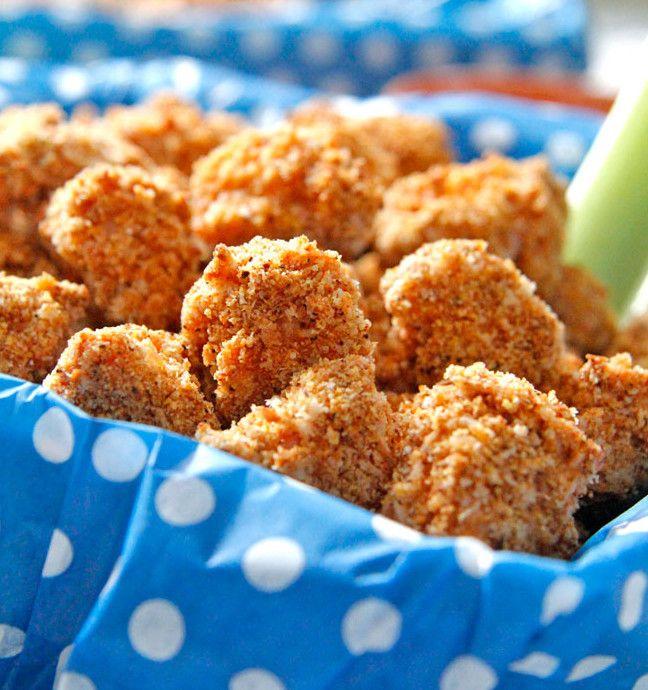 Le poulet popcorn c'est tellement bon et facile à faire! C'est une recette croustillante et qui n'a pas besoin de la friteuse pour l'être… La trempette crémeuse Buffalo est excellente également