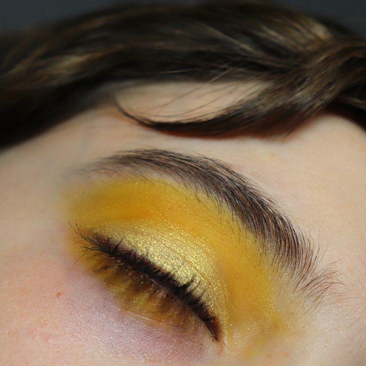 Maquillage en dégradé de jaune