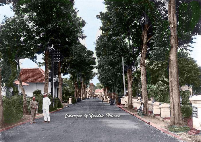 Suasana jalan Braga ke arah utara. Tahun 1908.