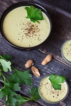 Соус Песто подходит для пасты, салатов и многих блюд. Рецепт с фото. Готовить легко и быстро. Простые ингредиенты. Веганский Песто с тофу.