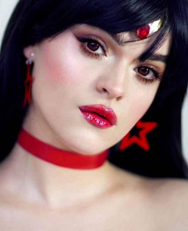 Sailor Marte, com os olhões castanhos e os lábios vermelhos.