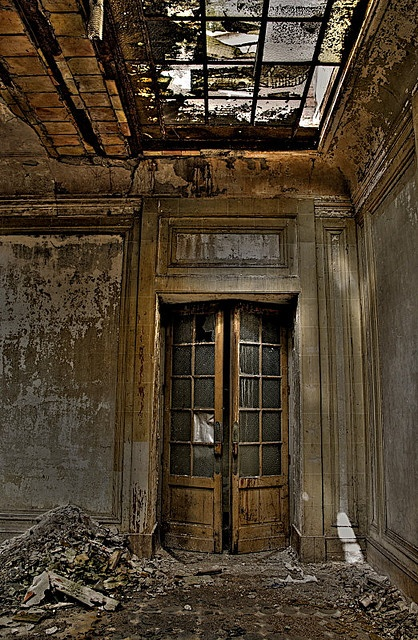 Awesome old door #urbex #decay #abandoned