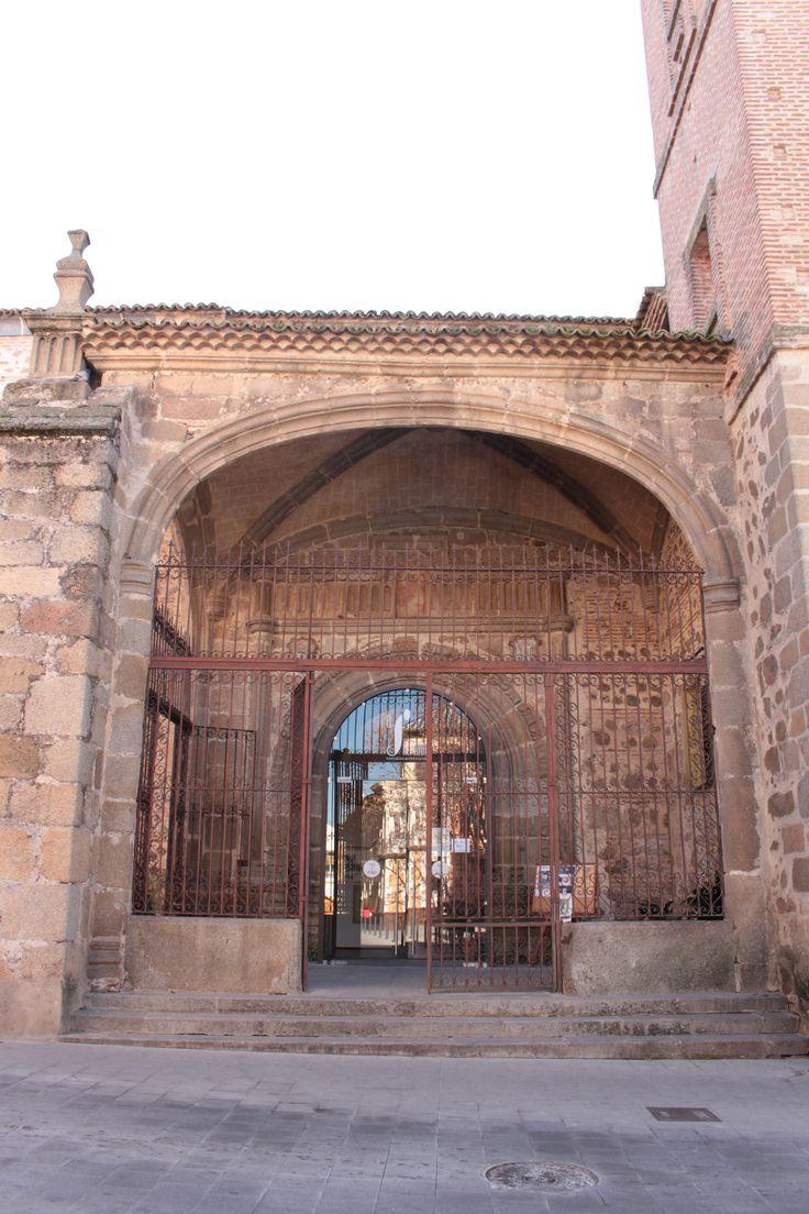Iglesia del Salvador. Pórtico