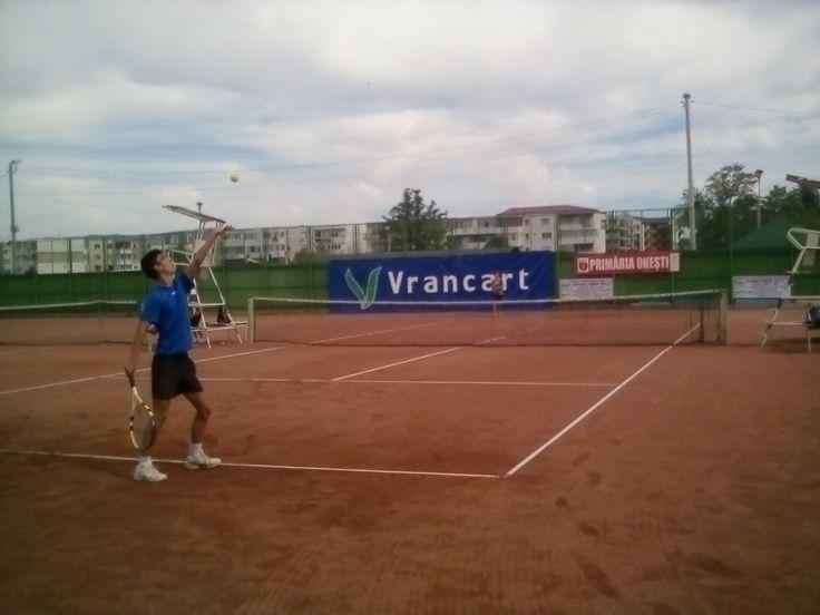 https://presaonestilor.wordpress.com/2016/10/13/doua-turnee-nationale-de-tenis-de-camp-desfasurate-la-onesti/