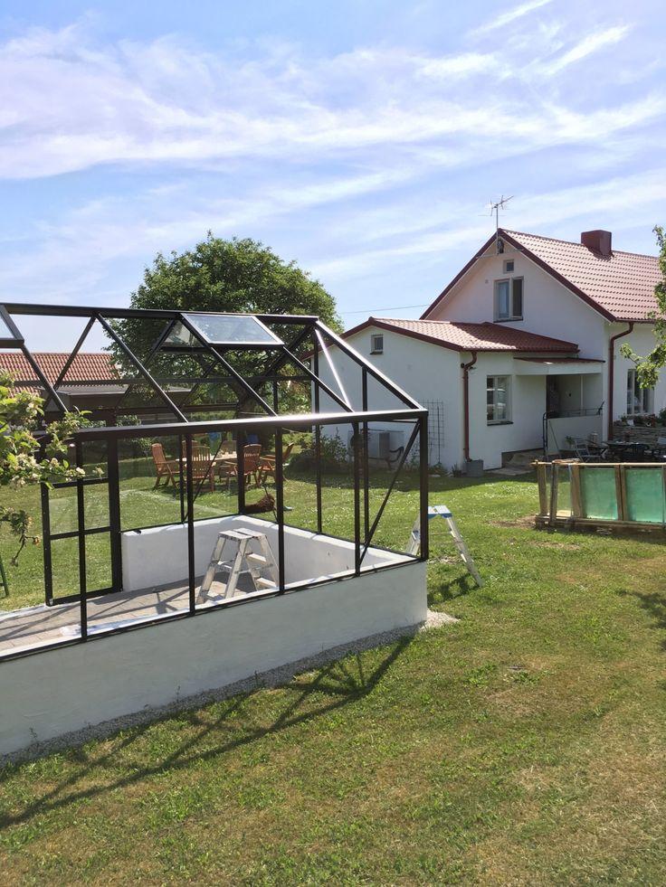 Hallå eller, Jag är på Gotland! Se nedan bilder och njut, ni hajar att jag gillar detta va. Växthuset klart! Marran