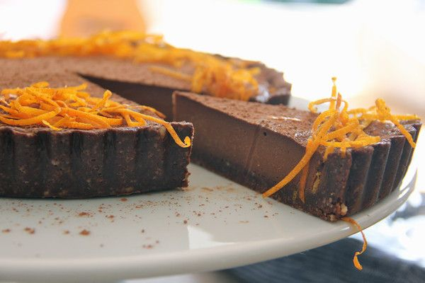 A delicious raw vegan tart combining the incredible flavours of cacao and orange, without dairy, refined sugar, eggs or gluten. Easy and quick to make too!
