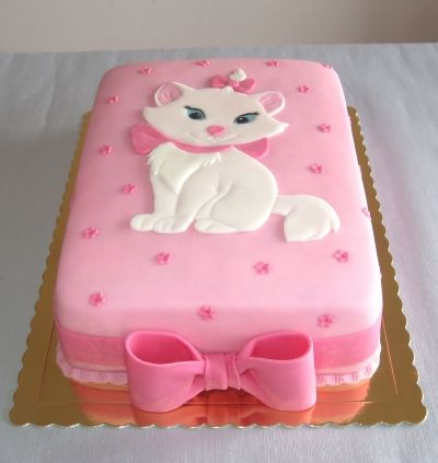 "Marie kitten from the Disney movie ""The Aristocats"" This is a pretty Cake."