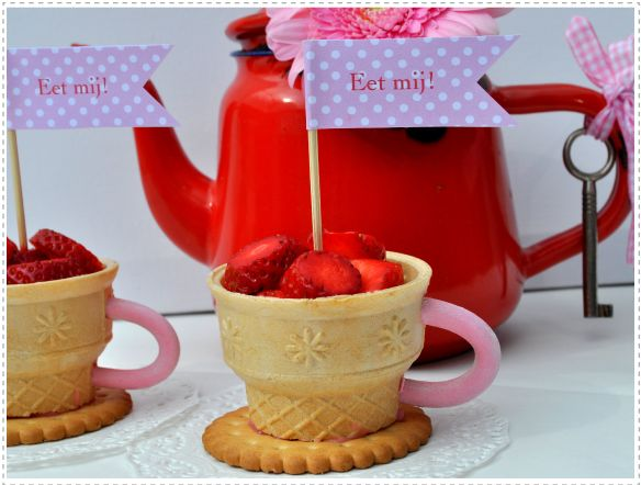 Teacups for treats-Love this for Alice in Wonderland Mardi Gras Theme.