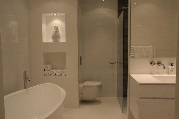 Badkamer met gietvloer en een muur met nis banyo pinterest photos and met - Kleuren muur toilet ...