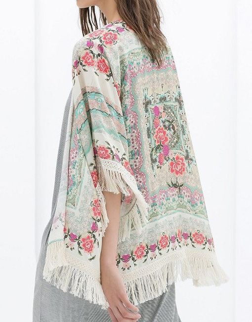 Bluza cu Franjuri si Flori Boho - un kimono, gen cardigan, cu franjuri si trandafiri. Imprimeu floral, stil vintage. Cumpara online kimonouri pe Outliers.ro