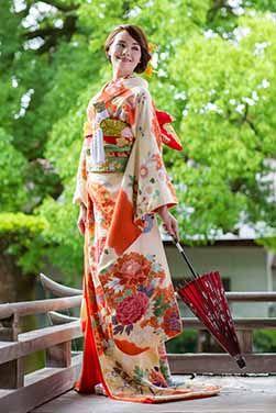 """雅やかで美しい。日本の伝統美を身に纏い、日本ならではの絆を感じる神社での結婚式。「日本の花嫁になる幸せ」を願いつづけるJUNO天神本店の和装。  I continue to wish the """"happy to be bride of Japan"""""""